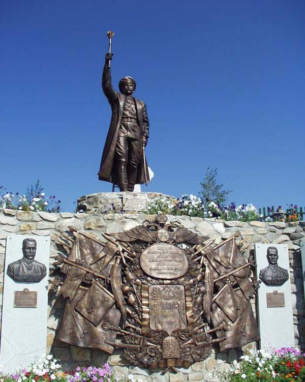 Памятник П.Н.Краснову в станице Еланская